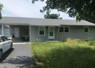 Foreclosed Home in Bowling Green 42101 ANNA SANDHILL RD - Property ID: 4407311918