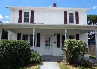 Foreclosed Home in Front Royal 22630 CLOUD ST - Property ID: 4407391167