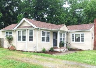 Foreclosed Home in Hampton 23666 WOODS LN - Property ID: 4407438925