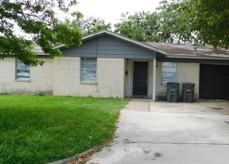 Foreclosed Home in Victoria 77901 MEADOWLARK ST - Property ID: 4407454235