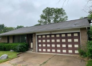 Foreclosed Home in Southfield 48076 MCDONNELL CT - Property ID: 4407579955