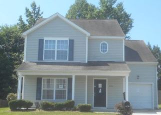 Foreclosed Home in Raleigh 27610 DALCROSS RD - Property ID: 4407594395