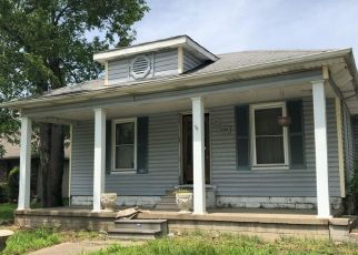 Foreclosed Home in Murphysboro 62966 ILLINOIS AVE - Property ID: 4407741560