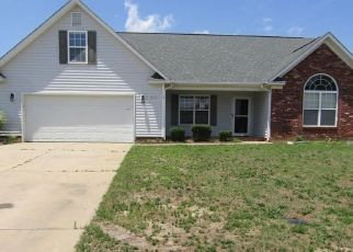 Foreclosed Home in Fayetteville 28314 YELLOWBRICK RD - Property ID: 4407819966