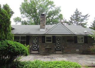 Foreclosed Home in Wyncote 19095 REDWOOD LN - Property ID: 4407846676