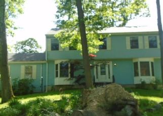 Foreclosed Home in Brookfield 06804 GREENKNOLL DR - Property ID: 4407967550