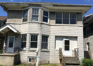 Foreclosed Home in Racine 53403 PARK AVE - Property ID: 4408100699