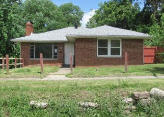 Foreclosed Home in Collinsville 62234 SUMMIT AVE - Property ID: 4408434877