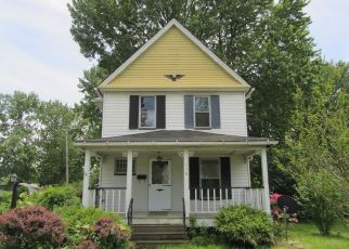Foreclosed Home in Elyria 44035 COURTLAND ST - Property ID: 4408459845