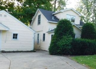 Foreclosed Home in Palatine 60074 N GREENWOOD AVE - Property ID: 4408471215