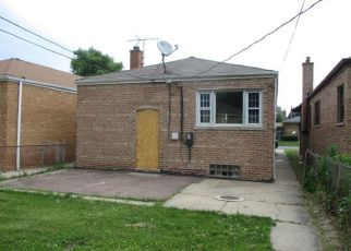 Foreclosed Home in Chicago 60617 S ESSEX AVE - Property ID: 4408510190