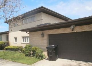 Foreclosed Home in Chicago 60617 S EAST END AVE - Property ID: 4408514131