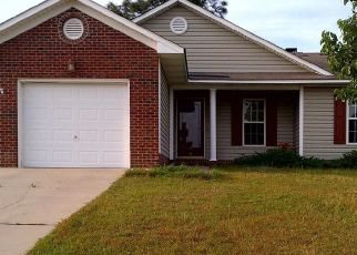 Foreclosed Home in Hope Mills 28348 SOFTWIND LN - Property ID: 4408625379