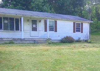 Foreclosed Home in Martinsburg 25404 COUNTY LINE DR - Property ID: 4408747584