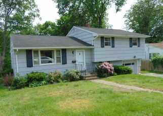Foreclosed Home in Waterbury 06706 PEARL LAKE RD - Property ID: 4409026124
