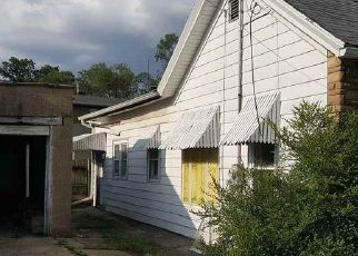 Foreclosed Home in Rockford 61102 MONTAGUE ST - Property ID: 4409060294