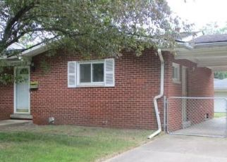 Foreclosed Home in Farmington 48336 W 9 MILE RD - Property ID: 4409079120