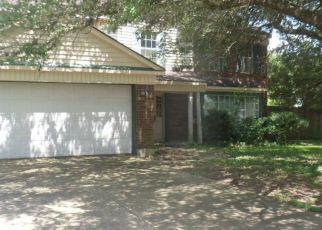 Foreclosed Home in Pearland 77584 SPRING BRANCH DR W - Property ID: 4409163211