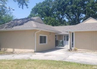 Foreclosed Home in Hazel Crest 60429 CHARLEMAGNE AVE - Property ID: 4409559591
