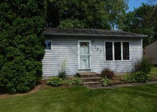 Foreclosed Home in Waterloo 50703 HALL AVE - Property ID: 4409594628