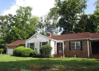Foreclosed Home in Birmingham 35211 SAINT CHARLES CT SW - Property ID: 4410401370