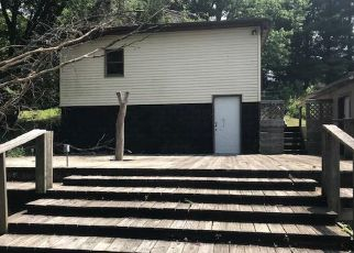 Foreclosed Home in Hillsboro 62049 N WELCH ST - Property ID: 4410424581