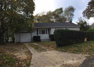 Foreclosed Home in Brentwood 11717 GRAND BLVD - Property ID: 4410807366