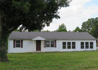 Foreclosed Home in Clarksville 37043 CIRCLE DR - Property ID: 4410949722