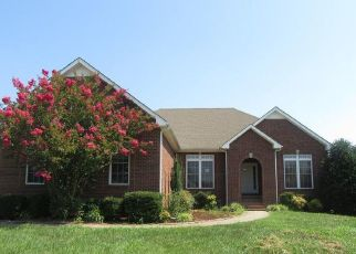 Foreclosed Home in Clarksville 37040 RHONDA CT - Property ID: 4410959346
