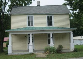 Foreclosed Home in Vinton 24179 DALE AVE - Property ID: 4411026354