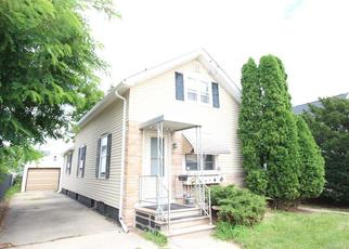 Foreclosed Home in Oshkosh 54902 W 9TH AVE - Property ID: 4411083294