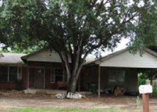 Foreclosed Home in San Antonio 78221 W MALLY BLVD - Property ID: 4411212953
