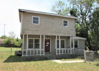 Foreclosed Home in Portland 78374 MOORE AVE - Property ID: 4411250607