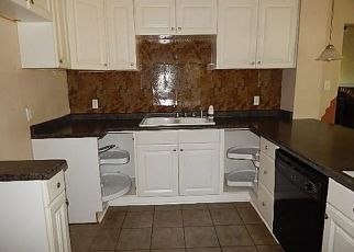 Foreclosed Home in Des Moines 50316 HULL AVE - Property ID: 4411403905