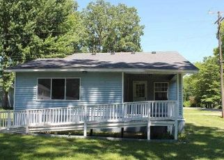 Foreclosed Home in Algonac 48001 ISLAND DR - Property ID: 4411769156