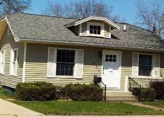 Foreclosed Home in Bloomington 61701 W JEFFERSON ST - Property ID: 4411988146