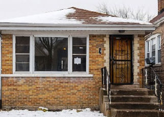Foreclosed Home in Chicago 60651 W CRYSTAL ST - Property ID: 4411990339