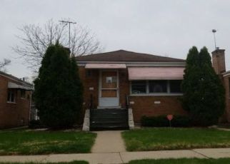Foreclosed Home in Bellwood 60104 MONROE ST - Property ID: 4412016175