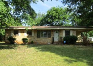 Foreclosed Home in Huntsville 35810 GLEN IRIS CIR NW - Property ID: 4412285537