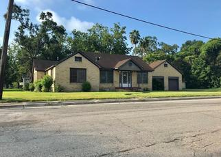 Foreclosed Home in Dayton 77535 W HOUSTON ST - Property ID: 4412381453