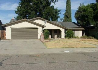Foreclosed Home in Visalia 93277 S CONYER ST - Property ID: 4412730519