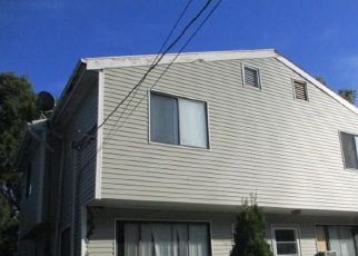 Foreclosed Home in Stratford 06615 KNOWLTON ST - Property ID: 4413422517