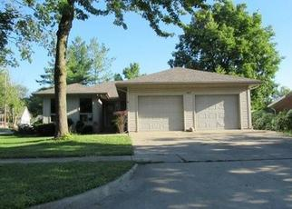 Foreclosed Home in Shelbyville 62565 W NORTH 1ST ST - Property ID: 4414159629