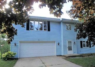 Foreclosed Home in Green Bay 54311 MASTERS LN - Property ID: 4414222250