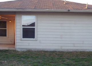 Foreclosed Home in San Antonio 78244 GUSTY PLN - Property ID: 4414316869