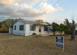 Foreclosed Home in Carrizo Springs 78834 S 18TH ST - Property ID: 4414329110