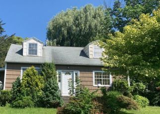 Foreclosed Home in Manlius 13104 ELMBROOK DR - Property ID: 4414472785