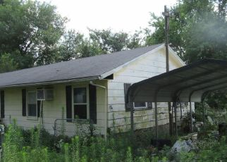 Foreclosed Home in Bellflower 63333 S CAROLINE AVE - Property ID: 4414549417