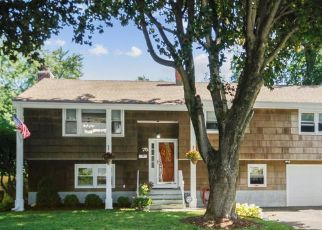Foreclosed Home in Fairfield 06825 LYNNBROOK RD - Property ID: 4415013682