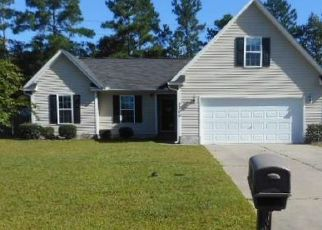 Foreclosed Home in Hope Mills 28348 PIONEER DR - Property ID: 4415799397